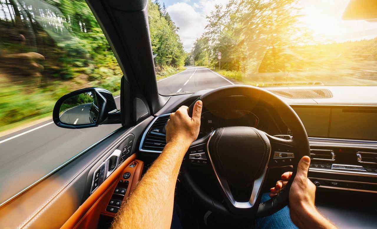 Cómo conducir para reducir tu huella de carbono